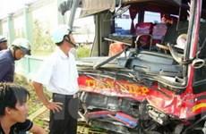 2 xe khách đâm trực diện: 16 người chết, bị thương