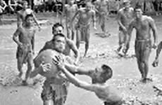 Lễ hội vật cầu bùn làng Vân: Độc đáo và quyết liệt