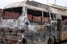 Xe khách tự bốc cháy làm hai người bị bỏng nặng