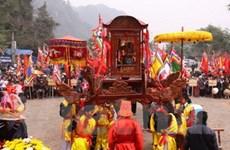 Du khách nô nức trẩy hội chùa Tiên dịp đầu xuân