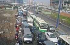 TP Hồ Chí Minh: Ách tắc 3 giờ trên Xa lộ Hà Nội