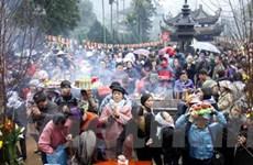 Chen chúc ngạt thở trong ngày khai hội chùa Hương