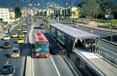 Xe buýt xanh trên Đại lộ Đông-Tây và Võ Văn Kiệt