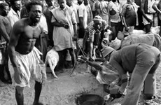 """Trưng bày """"Trở thành đàn ông"""" của người châu Phi"""