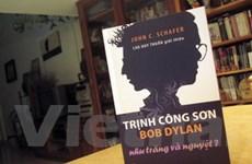 Bob Dylan-Trịnh Công Sơn: Như trăng và nguyệt?