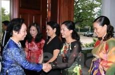 Phó Chủ tịch nước thăm kiều bào Việt Nam tại Lào