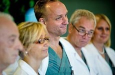 Thụy Điển cấy ghép tử cung từ người mẹ sang con