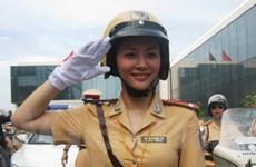 TP.HCM: Nữ cảnh sát giao thông tham gia dẫn đoàn