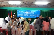 Hỗ trợ Viêt kiều tại Campuchia đón Tết nguyên đán