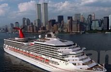 Tàu du lịch Mỹ chở 4.200 người trôi dạt ngoài khơi