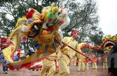 Hàng vạn người tưng bừng tới dự khai hội Đền Đô