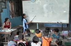 Bà con Việt kiều Campuchia tích cực học tiếng Việt