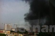 Lửa vẫn cháy âm ỉ trong bể chứa xăng trước Viện 108