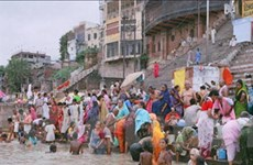 5 triệu người hành hương tắm sông Hằng ở Ấn Độ