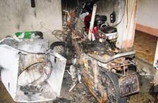 Honda Dream dựng trong nhà bỗng nhiên bốc cháy