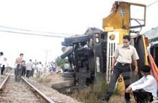 Tàu hỏa đâm xe tải, 4 người chết và bị thương