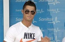 """Ronaldo """"soán ngôi"""" Beckham về quảng cáo?"""
