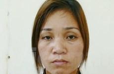 Bắt giữ một phụ nữ mang heroin trong xe taxi