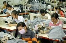Cần sửa đổi chính sách, pháp luật với lao động nữ