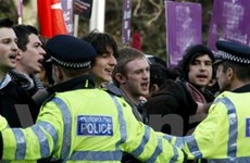 Hơn 10.000 người biểu tình phản đối giảm việc làm