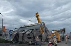 Xe khách đâm phải xe tải, 10 người thương nặng