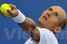 Davydenko gây sốc, Federer nhẹ nhàng thẳng tiến