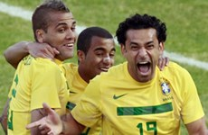 Brazil hòa Paraguay may mắn, Venezuela gây sốc