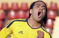 Falcao giúp Colombia đoạt vé đầu tiên vào tứ kết