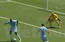 """Balotelli hành động """"điên rồ"""" ở trận gặp LA Galaxy"""