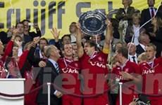 Hạ Ajax, Twente giành Siêu cúp chỉ với 10 người