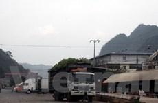 Thông xe đường vận tải hàng hóa ở cửa khẩu Chi Ma