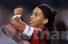 Ronaldinho dọa đình công vì không được trả lương