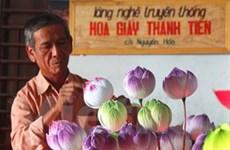 """Làng nghề hoa giấy Thanh Tiên """"phất"""" lên nhờ dịp Tết"""