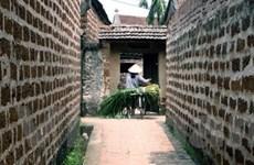Du khách đến thăm làng cổ Đường Lâm tăng mạnh