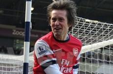 """HLV Wenger """"nổ tưng bừng"""" sau khi Arsenal lên tốp 4"""