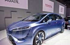 Toyota công bố giá FCV-R 2015 chạy pin nhiên liệu