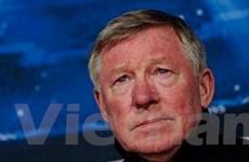 Sir Alex nghẹn ngào rơi lệ khi tuyên bố nghỉ hưu