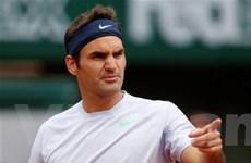 """Roger Federer """"tốc hành"""" vào vòng 2 Roland Garros"""