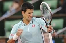 Roland Garros: Djokovic gặp khó trong ngày ra quân