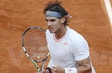 "Nadal ""khốn khổ"" vì Klizan, Sharapova thẳng tiến"