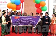 Việt Nam bàn giao trường nội trú cho Xiengkhuang