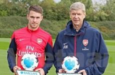 Tin nóng 8/10: Wenger và Ramsey được vinh danh