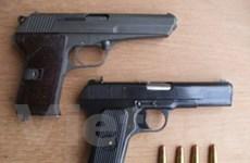 Hà Nội: Bắt giữ hai đối tượng mang súng giữa phố