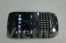 Nokia E6 với màn hình cảm ứng, bàn phím QWERTY