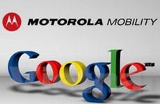"""Chủ tịch Google """"phản pháo"""" về vụ mua Motorola"""