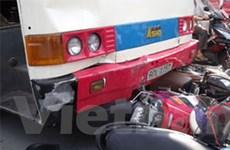 Xe máy tông xe khách làm ba người thương vong