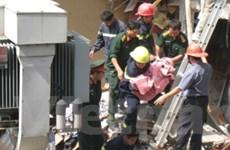 Clip giải cứu 2 cháu bé vụ sập nhà do nổ bình gas
