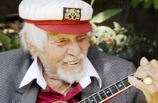 Nghệ sỹ chơi đàn ukulele kỳ cựu qua đời ở tuổi 103