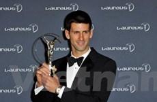 """Djokovic """"hạ"""" Messi trở thành VĐV xuất sắc nhất"""