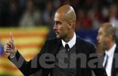 """Guardiola ngưỡng mộ Messi và """"đá xoáy"""" Chelsea"""